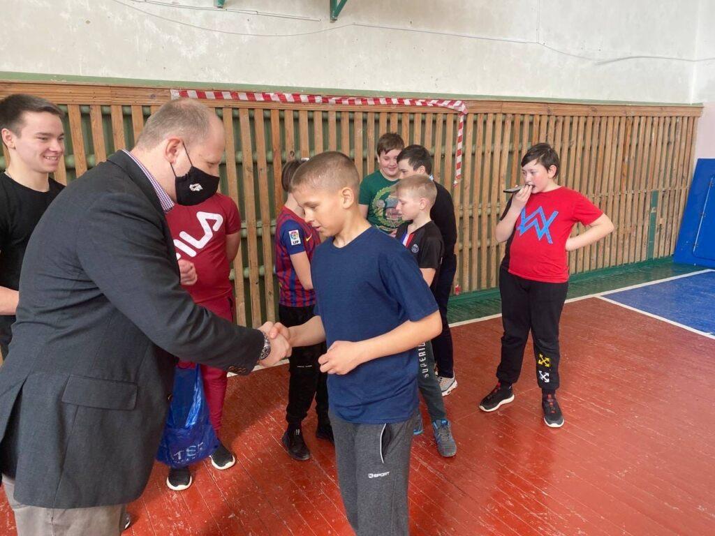 Спортсмены федерации ВСА Саратовской области провели мастер-касс по воркауту для Петровских школьников
